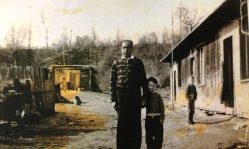 Aufnahme von der Baracke, die von der russischen Kommandatur für die zurückgekehrten Roma hingestellt wurde