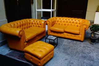 Pastellgelb und Erdtöne sind voll angesagt. Opulente, ausdruckstarke Möbel halten Einzug in die Wohnräume.