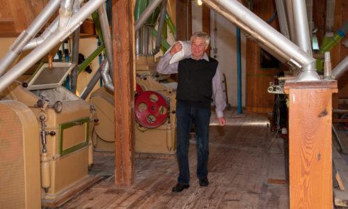 Roland Sagmeister hilft seiner Tochter gerne im Betrieb.