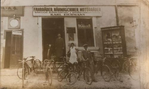 Ein Fahrradgeschäft war immer an diesem Standort beheimatet, wie eine alte Ansichtskarte des Oberwarter Sammlers Alexander Mohat zeigt.