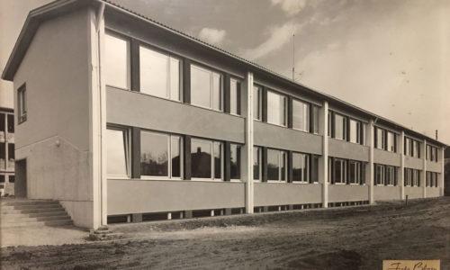 Das neue Schulgebäude in der Schulgasse im Jahr 1959. Foto © Blasy