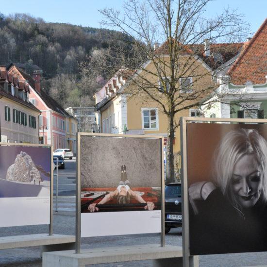 Ausstellung Menschenbilder am Hartberger Hauptplatz